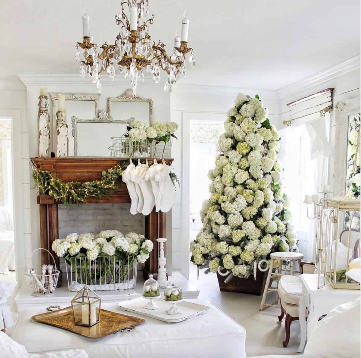 15 Beautifully Decorated Wintry Rustic Christmas Tree Ideas