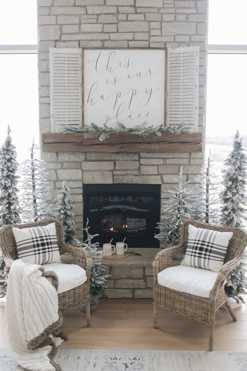 wintry-rustic-christmas-tree-ideas-living-room-fireplace
