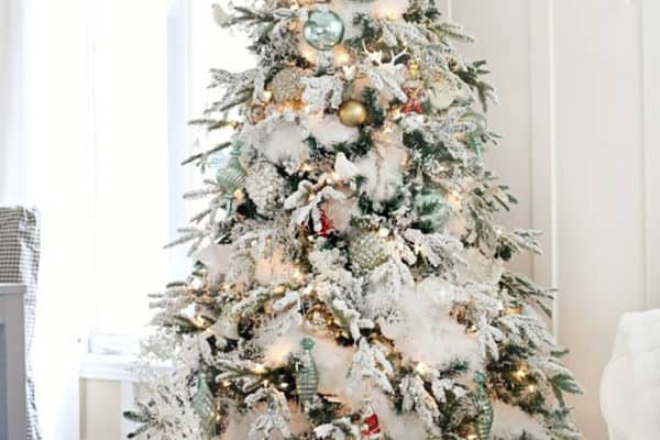 featured posts image for 15 Beautifully Decorated Wintry-Rustic Christmas Tree Ideas