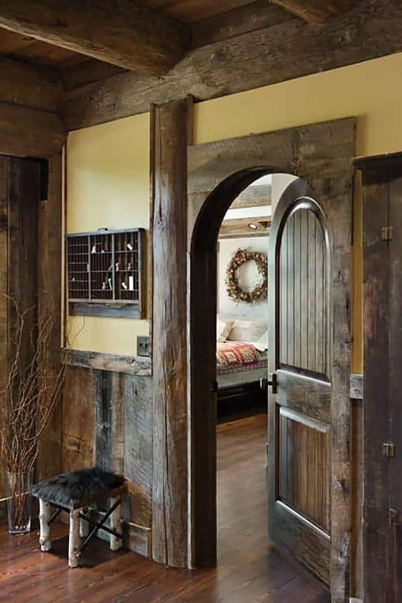 rustic-bedroom-entry