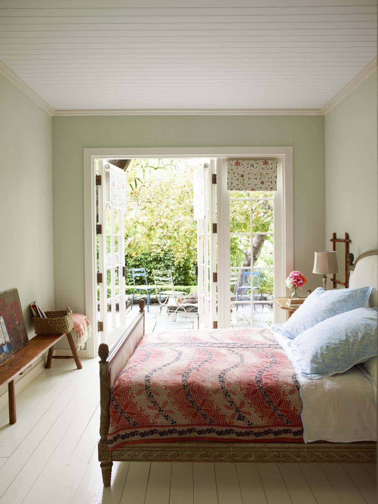 countryside-home-bedroom