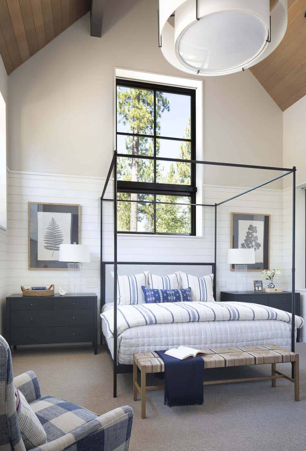 mountain-modern-home-bedroom