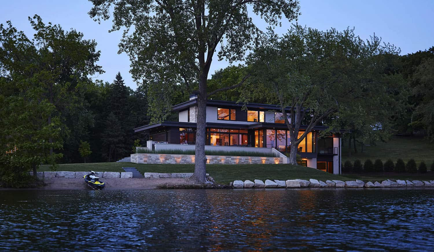 contemporary-lake-house-exterior