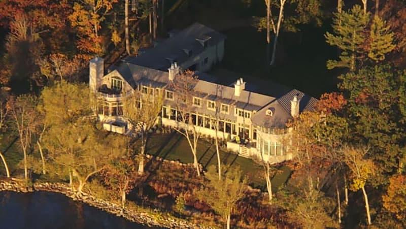 contemporary-lake-house-retreat-exterior