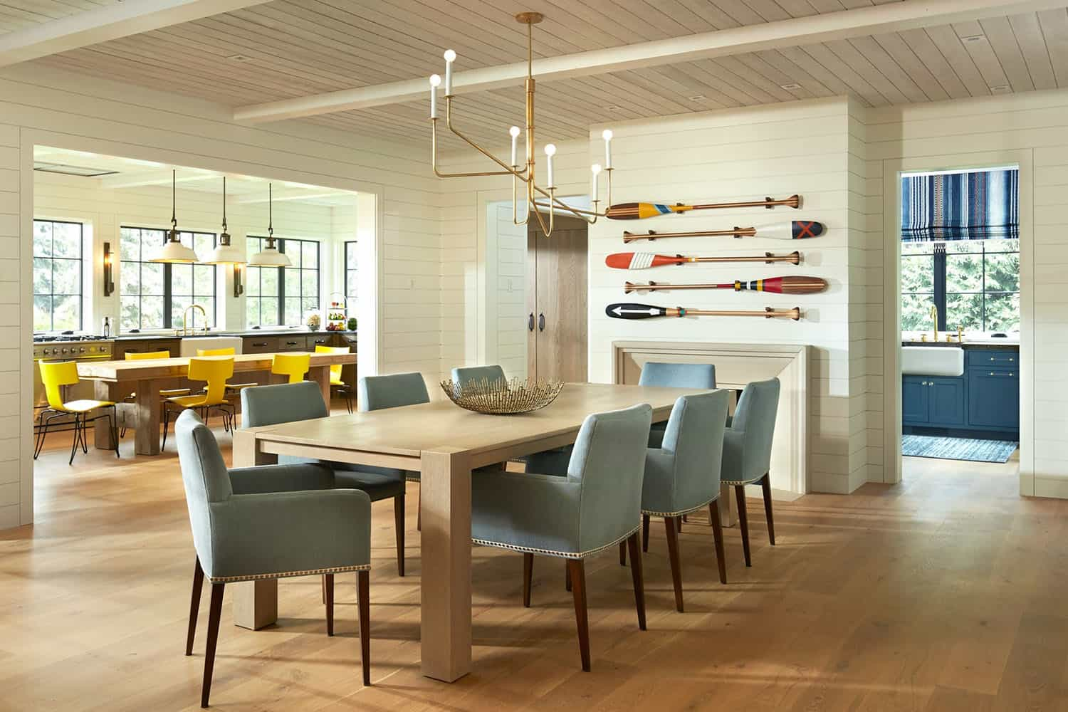 contemporary-lakeside-retreat-dining-room