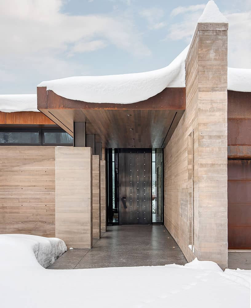 contemporary-mountain-house-entry