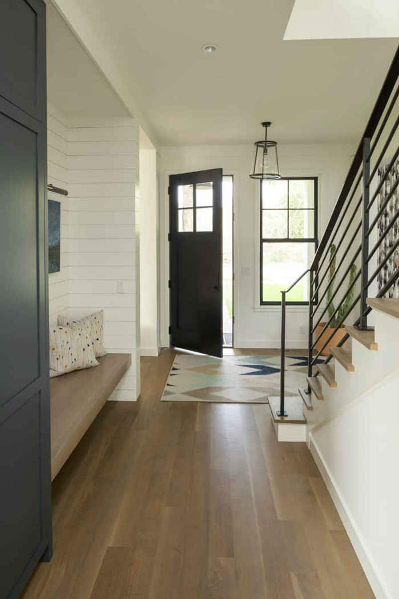 contemporary-urban-cottage-entry
