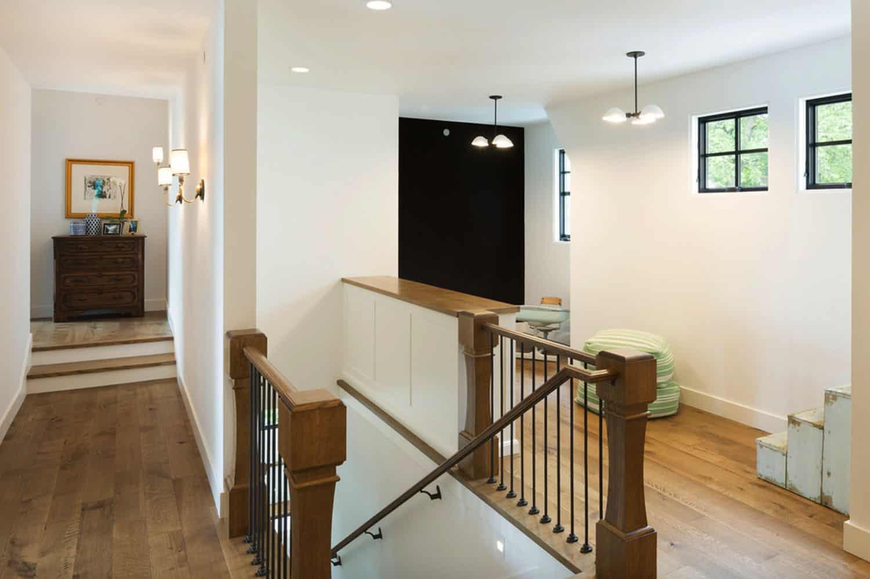 lake-house-staircase-hall