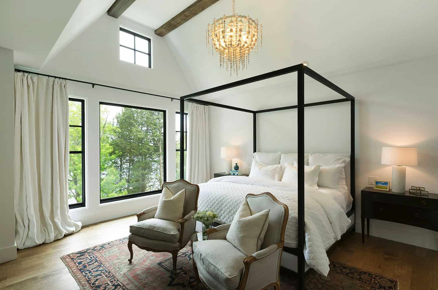 lake-house-master-bedroom