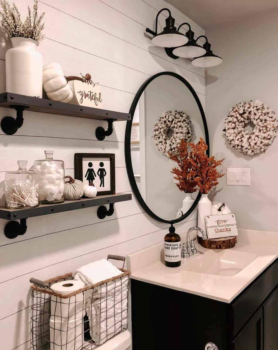 cozy-farmhouse-bathroom-fall-decor
