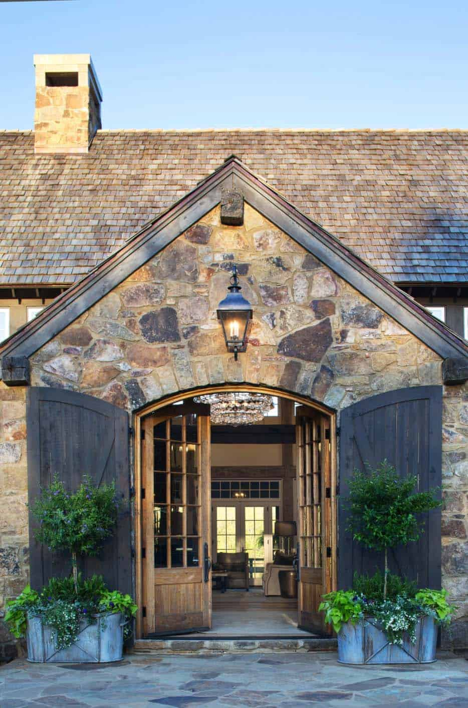 entertainment-barn-farmhouse-exterior