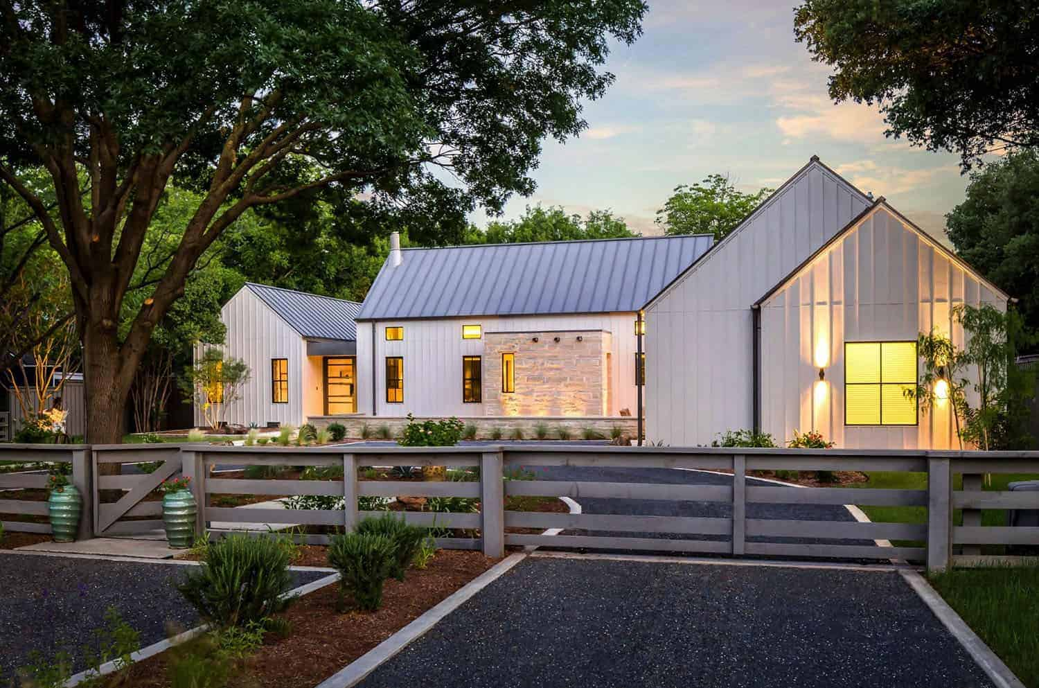 exceptional-modern-farmhouse-exterior