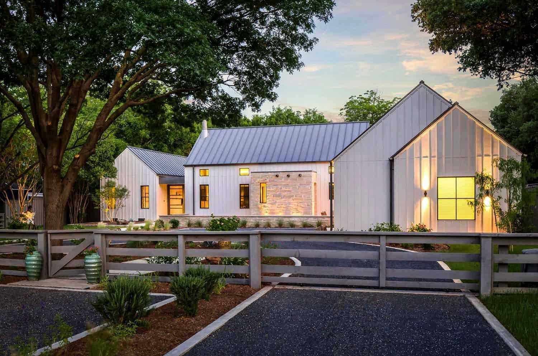 exceptional-modern-farmhouse-exterior