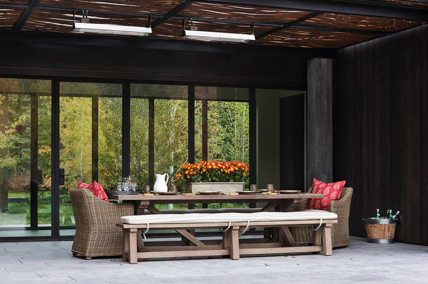 farmhouse-modern-outdoor-dining-room