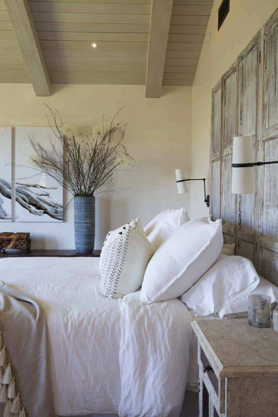 hacienda-style-home-bedroom