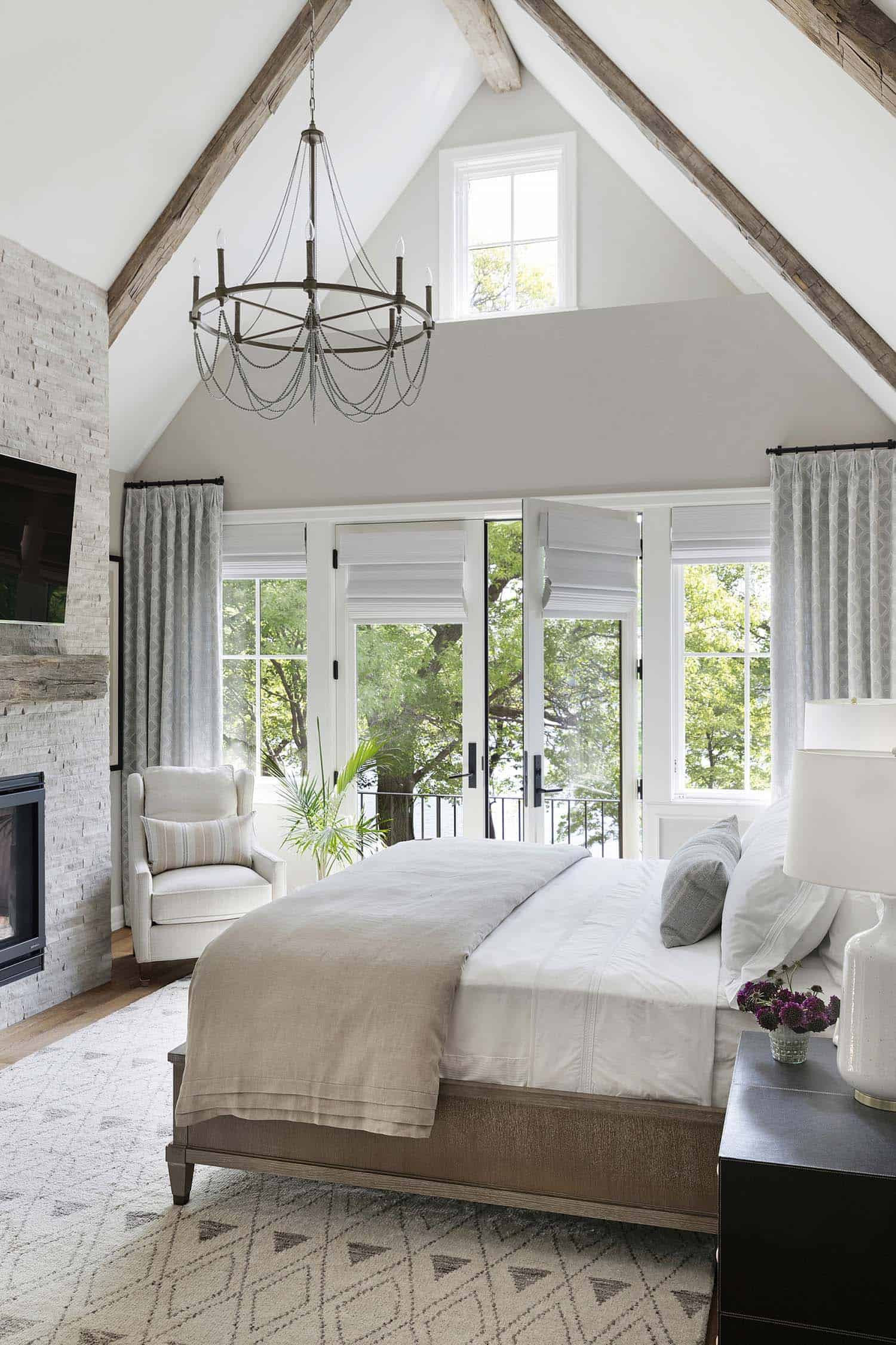 traditional-style-lake-house-bedroom
