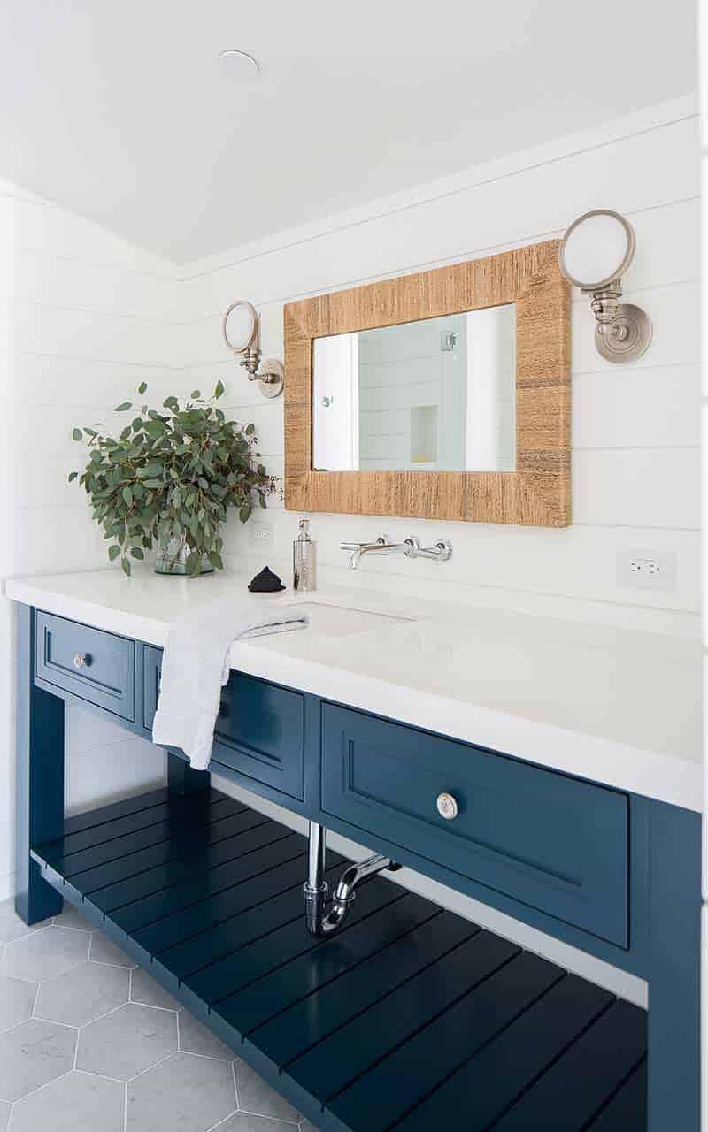 modern-beach-house-bathroom