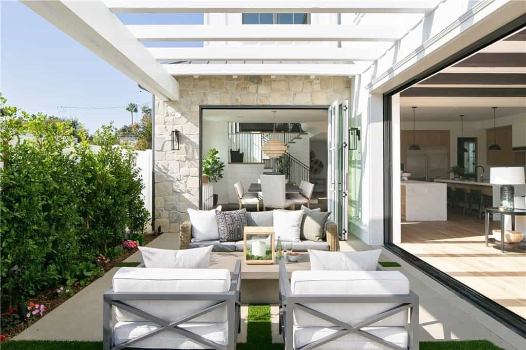 modern-farmhouse-patio