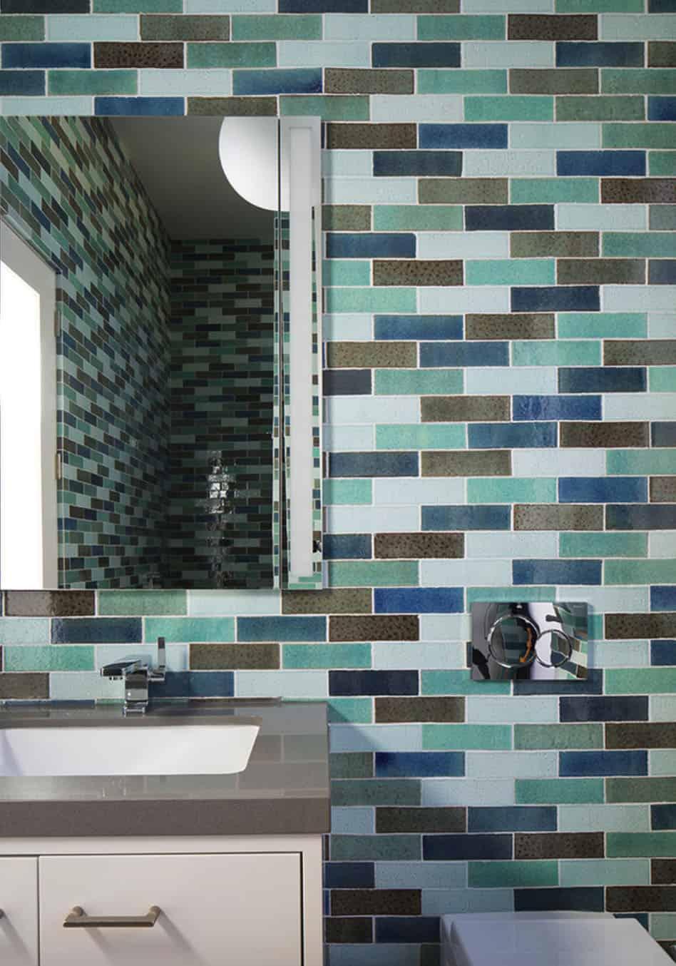 pool-house-modern-bathroom