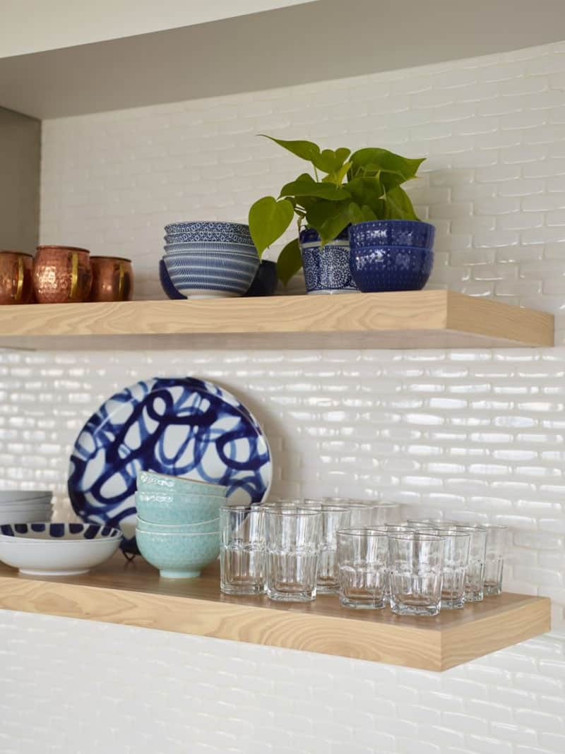 beach-house-kitchen-floating-shelf-detail