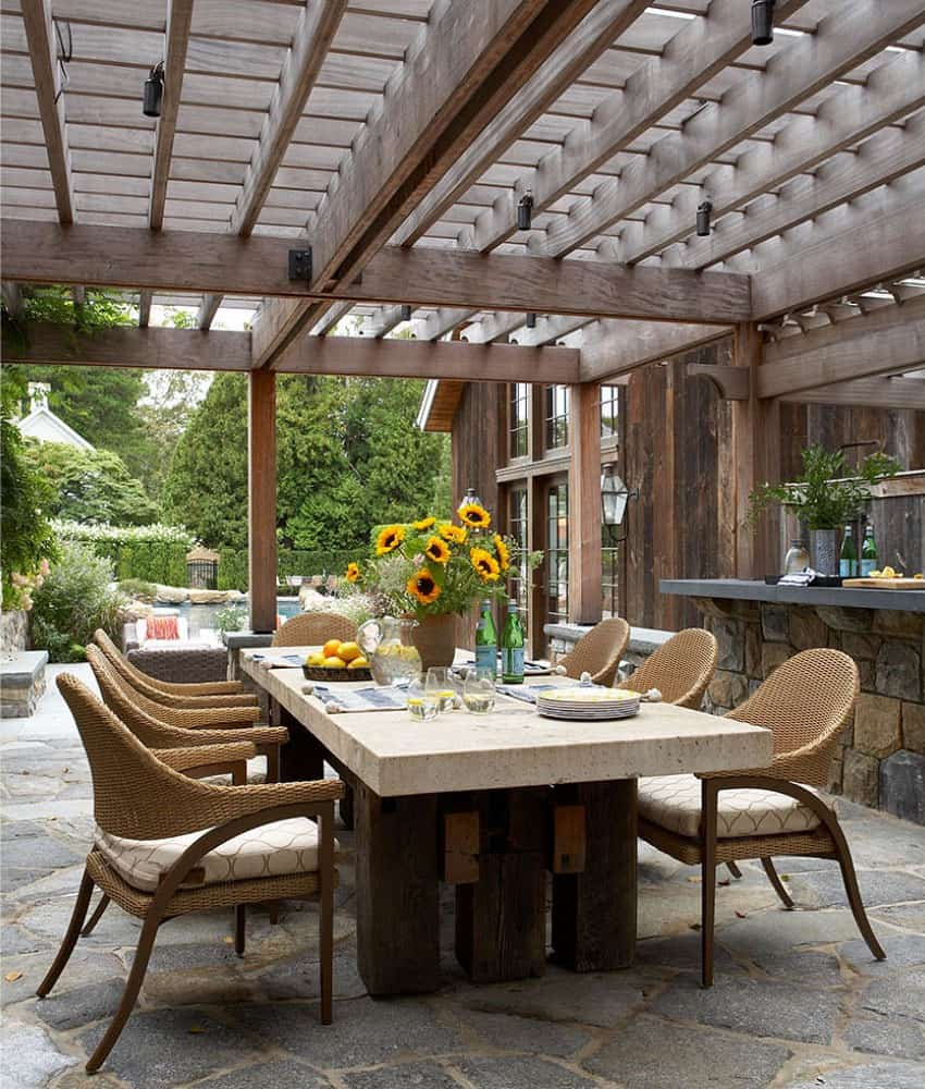 barn-farmhouse-patio