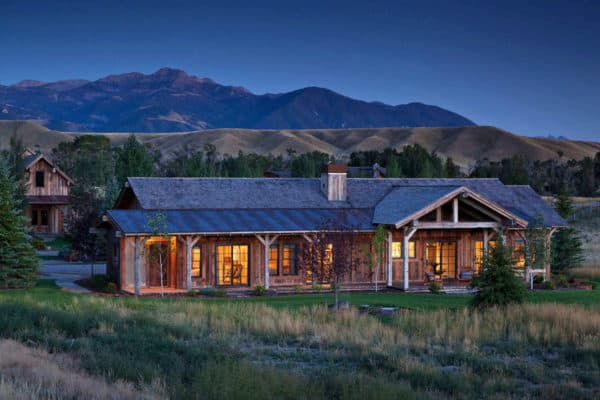 featured posts image for Enchanting rustic bunkhouse provides a welcoming retreat in Montana