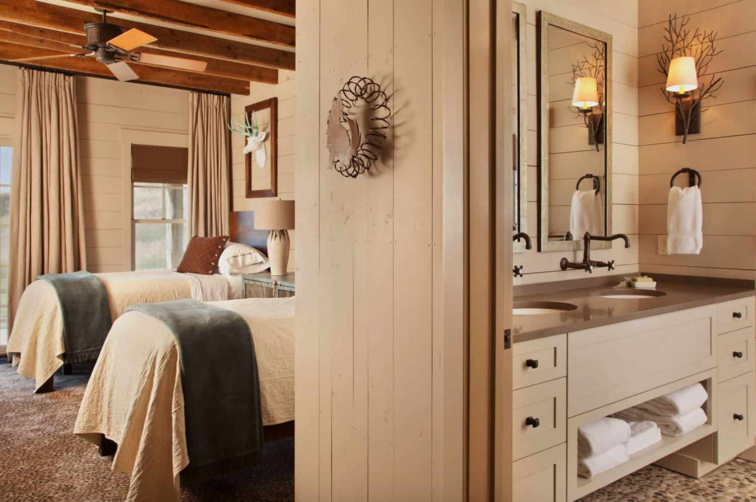bunkhouse-rustic-bathroom-bedroom
