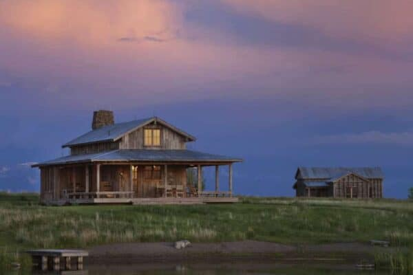 featured posts image for Rustic ranch retreat in Montana features a dramatic mountain backdrop