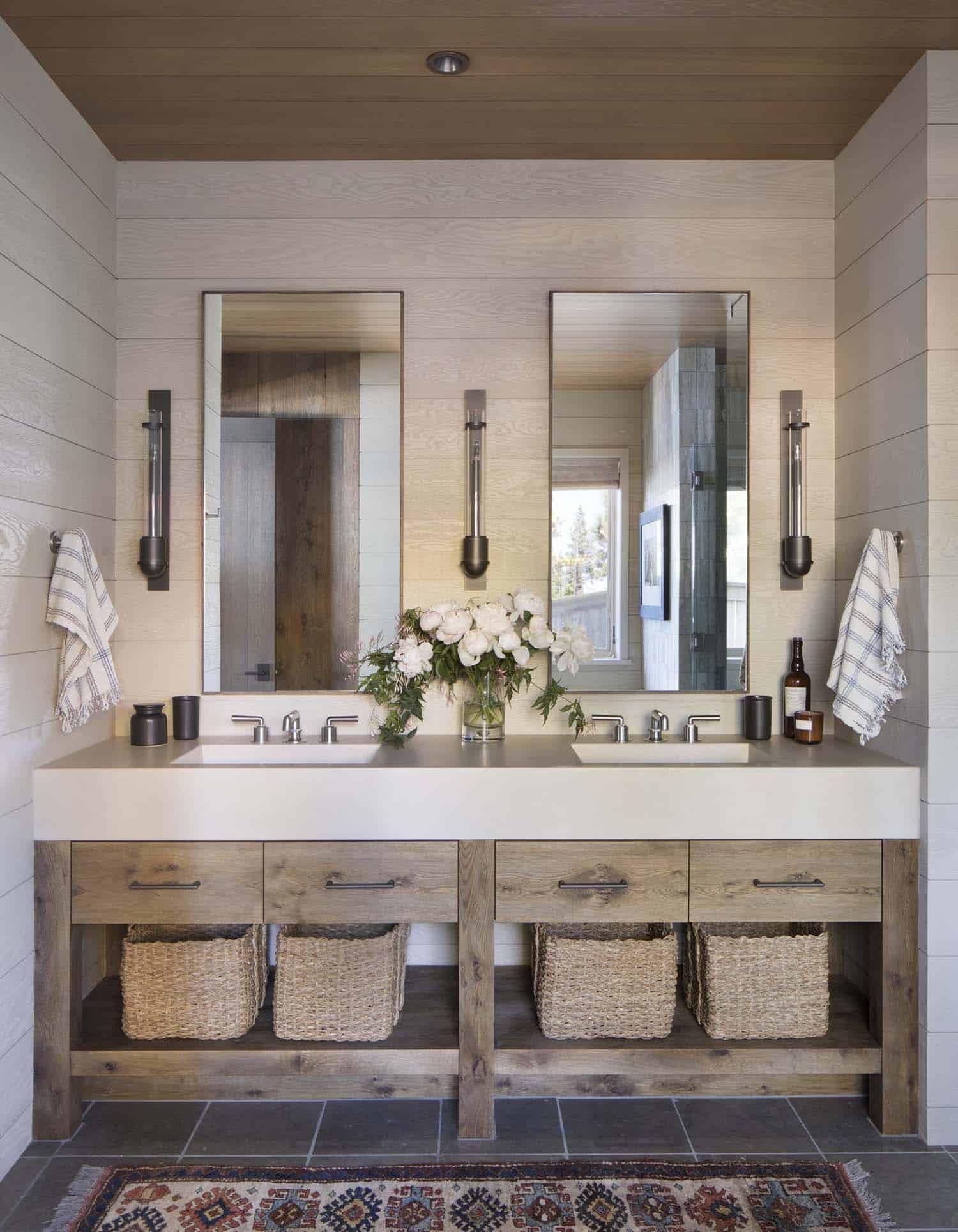rustic-lake-house-bathroom