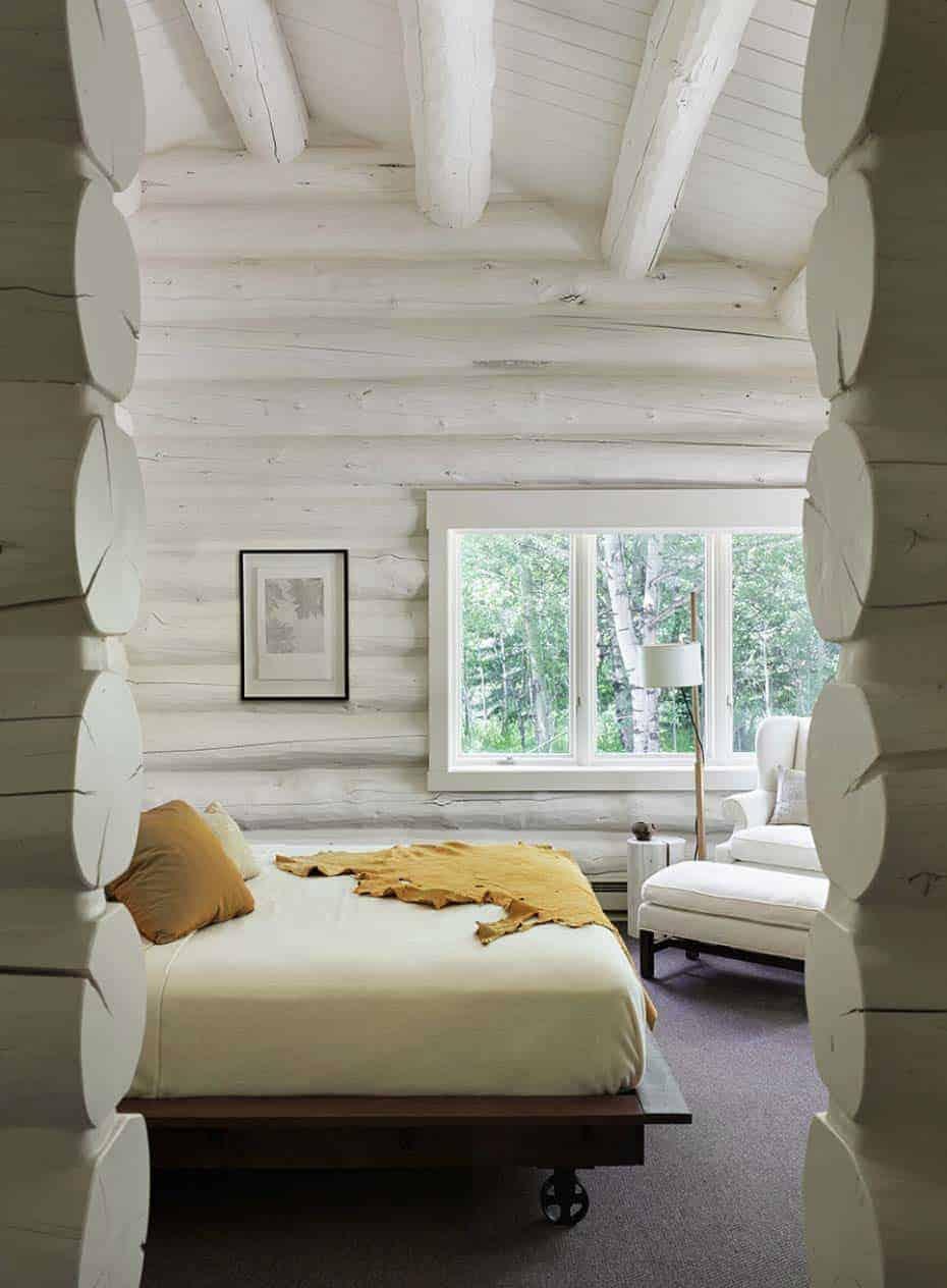 rustic-log-house-bedroom