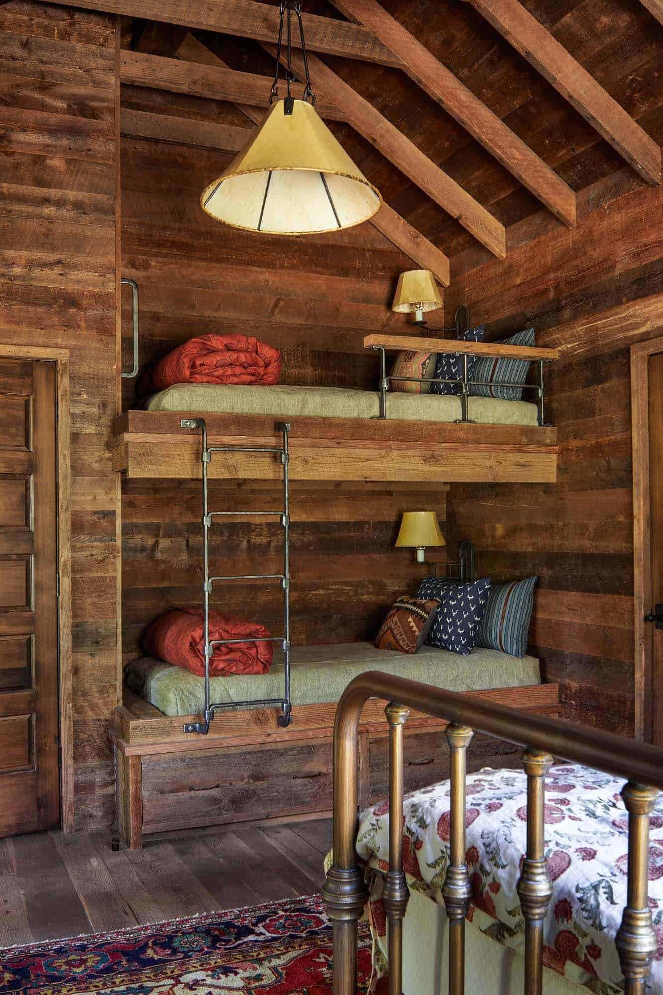 rustic-ranch-house-bedroom