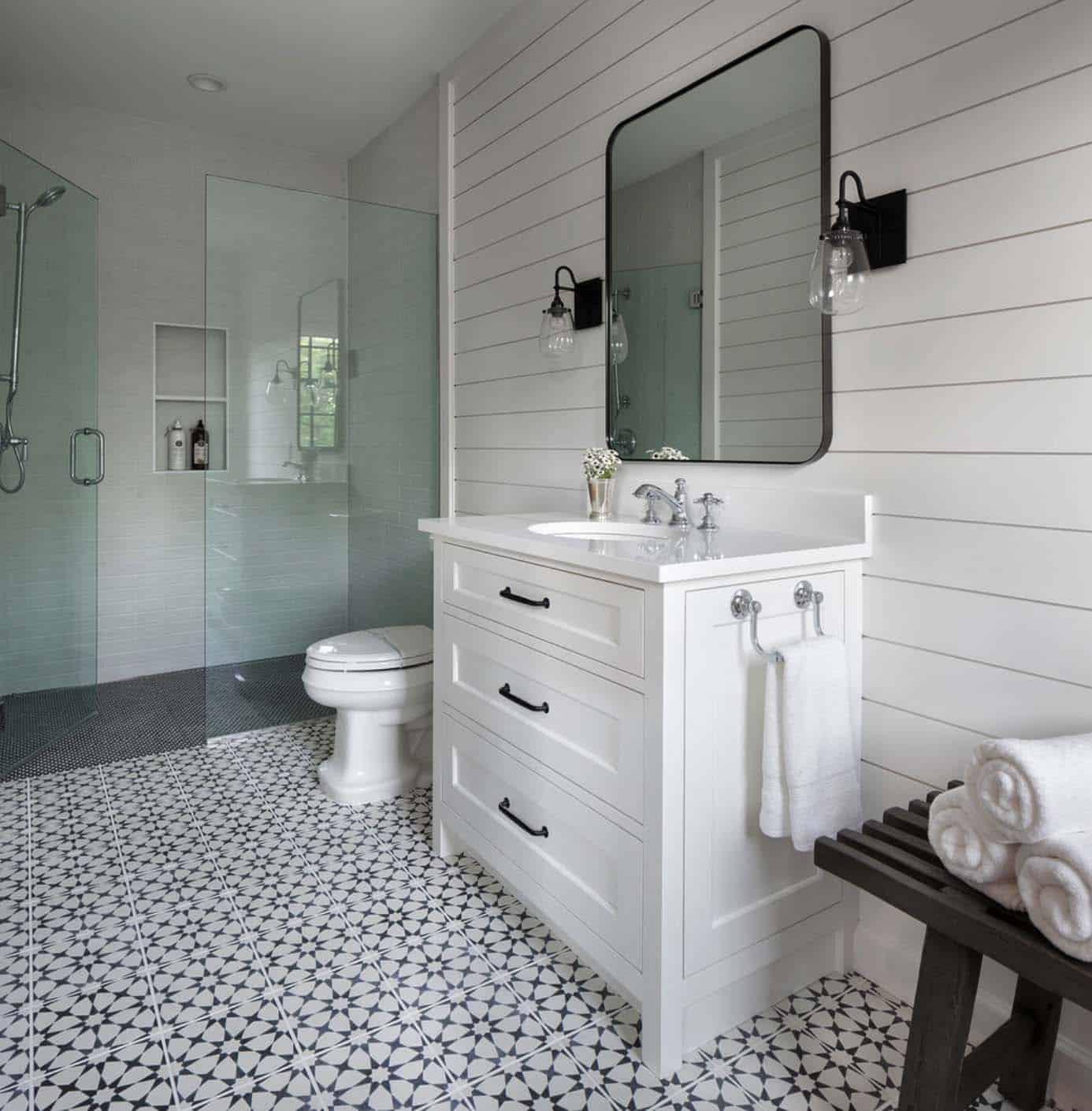 east-coast-traditional-style-bathroom