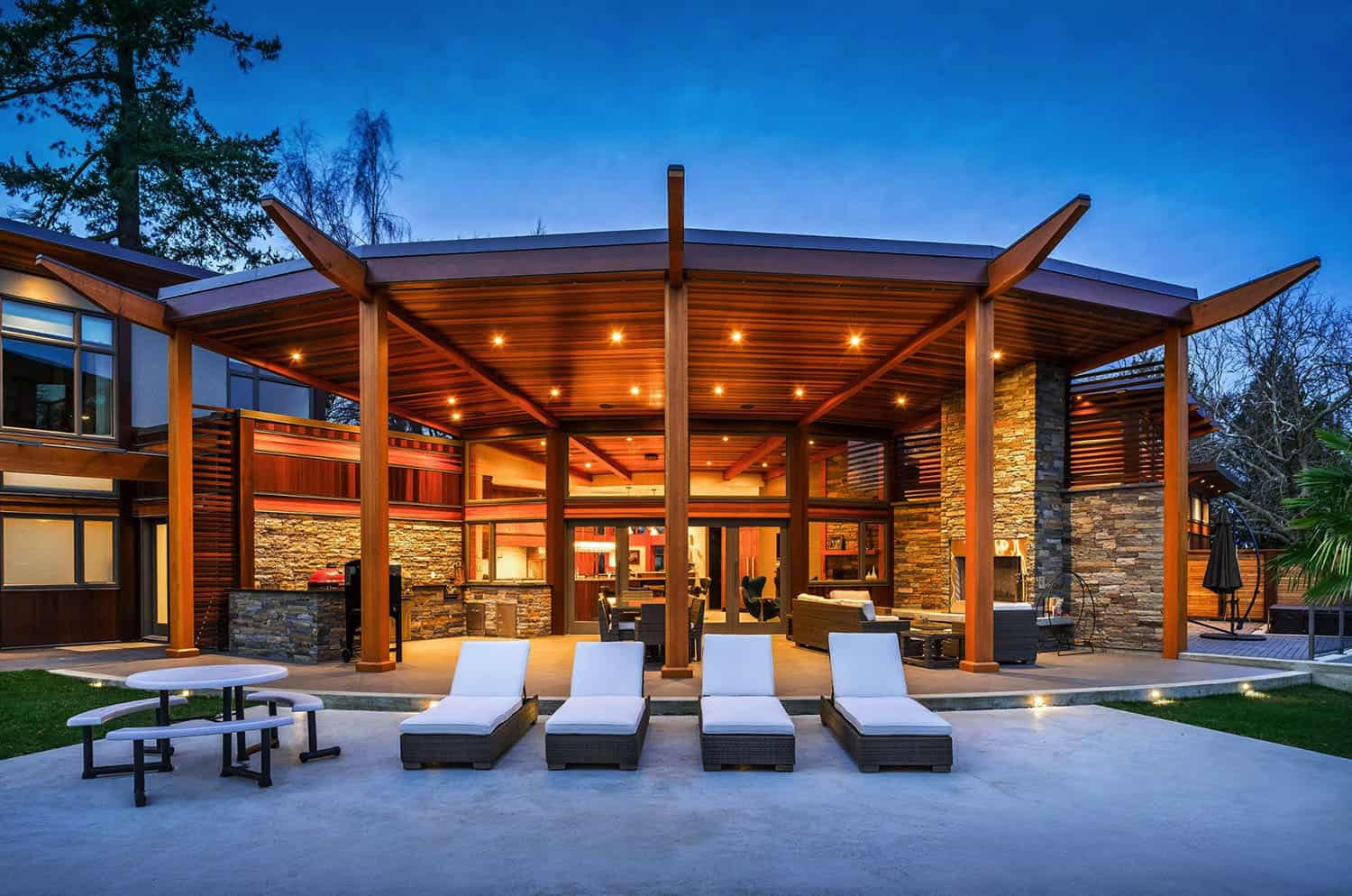 west-coast-modern-home-patio