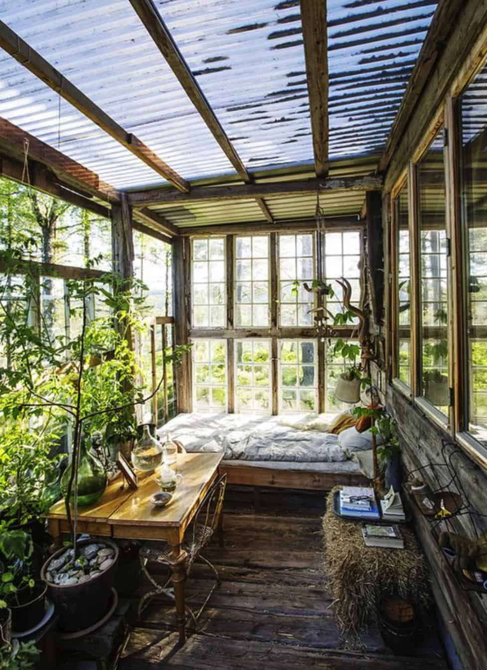 greenhouse-inspired-sleeping-porch