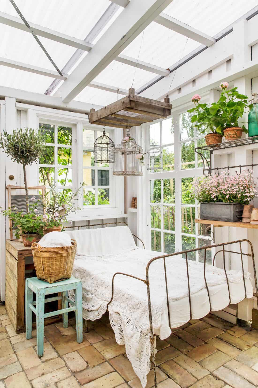 sleeping-porch-with-plants