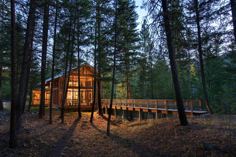 compact-mountain-cabin-exterior