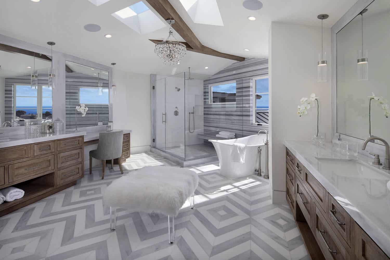 beach-style-master-bathroom