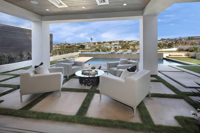 beach-style-home-patio
