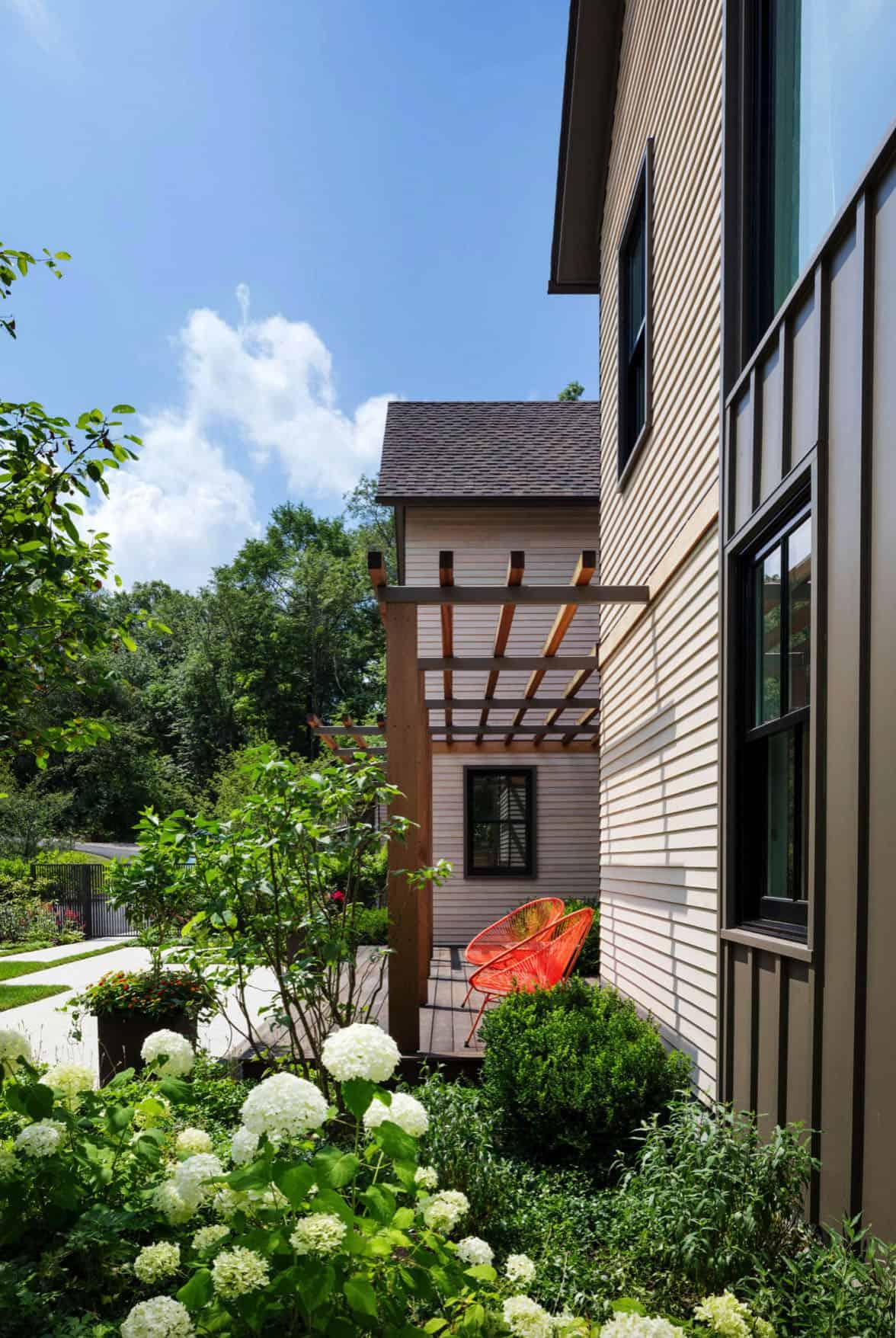 contemporary-home-exterior-entry-pergola
