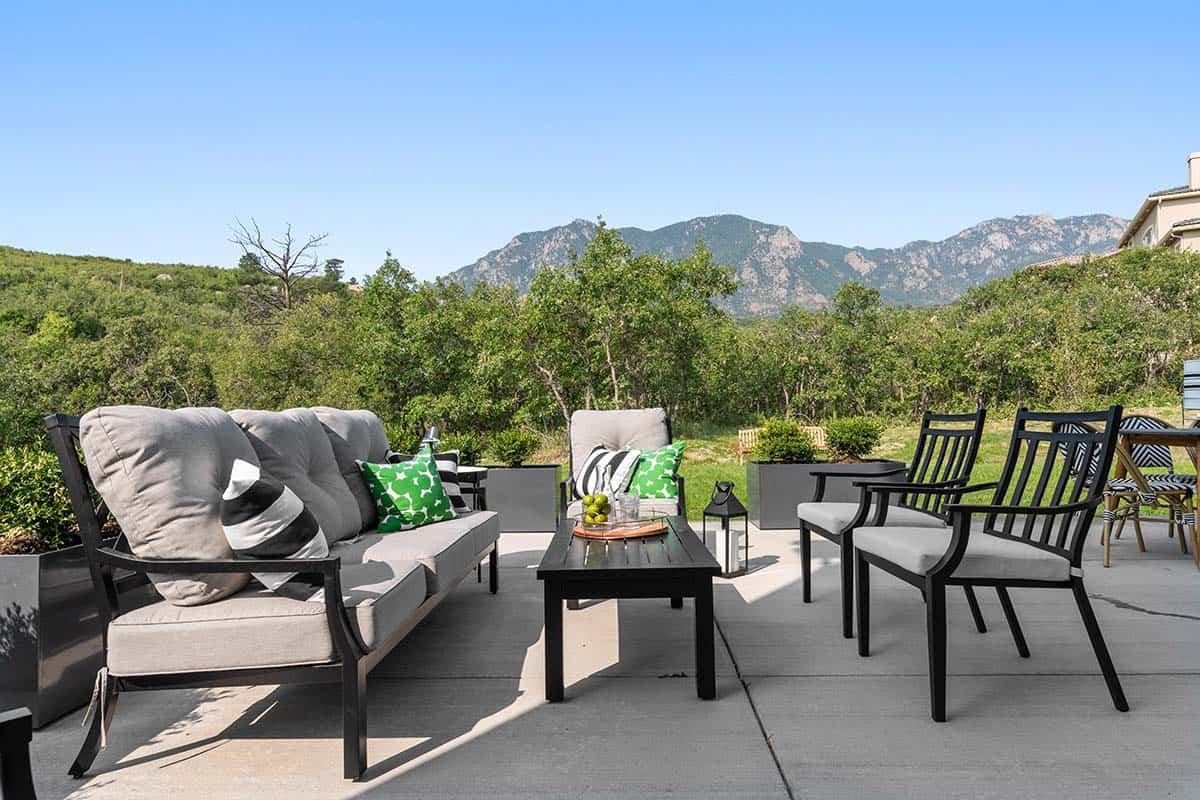 farmhouse-style-home-patio