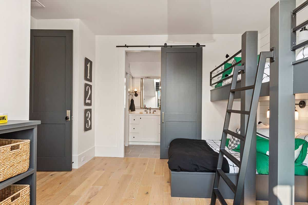 farmhouse-style-kids-bunk-bedroom