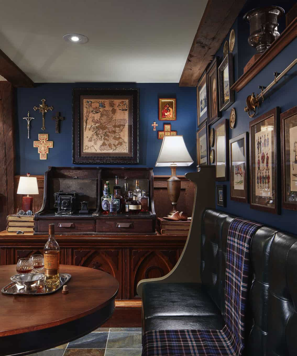 tudor-traditional-home-bar