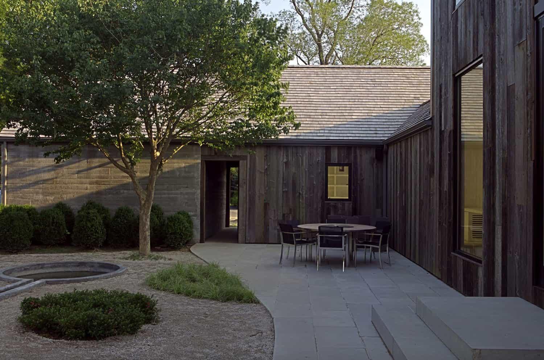 farmhouse-exterior-landscape