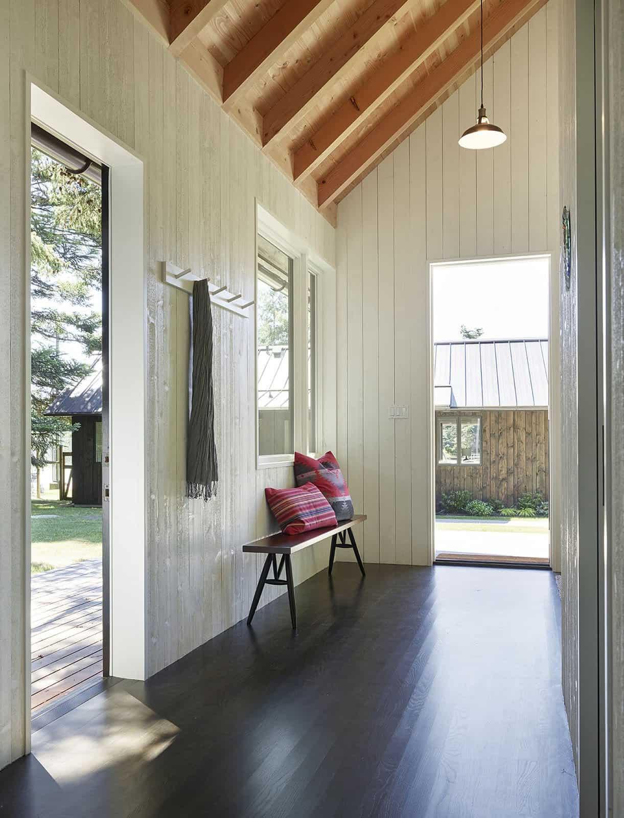 island-cabins-modern-hall