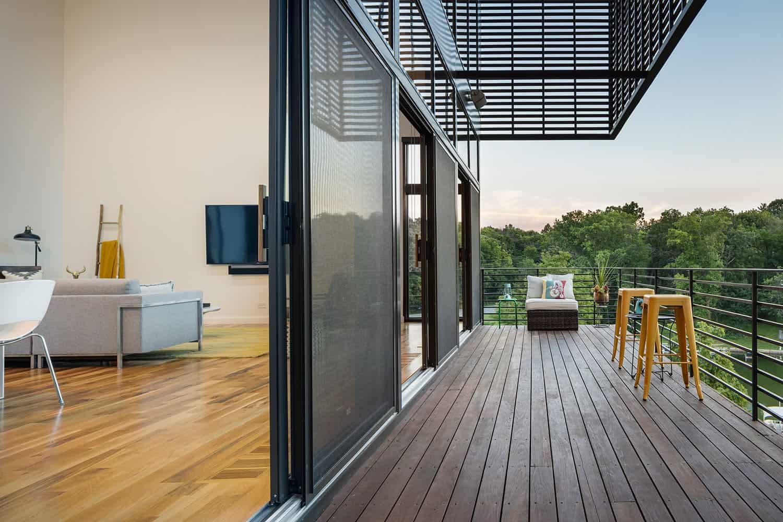 modern-lodge-style-balcony