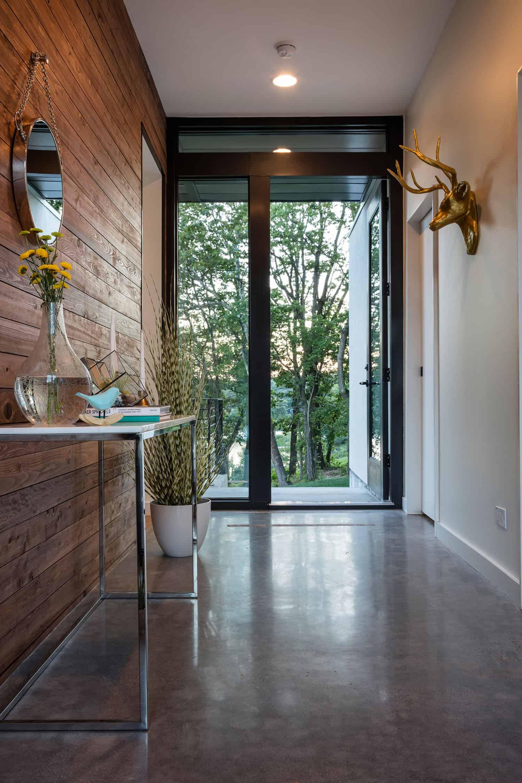 modern-lodge-style-entry