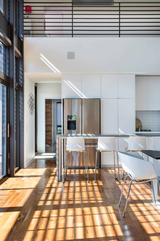 modern-lake-house-kitchen