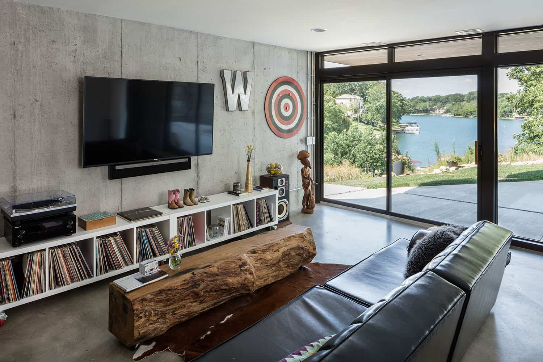 lake-house-family-room