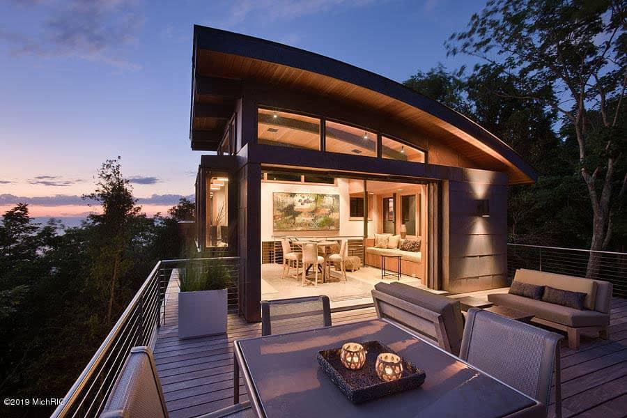 modern-treetop-home-exterior