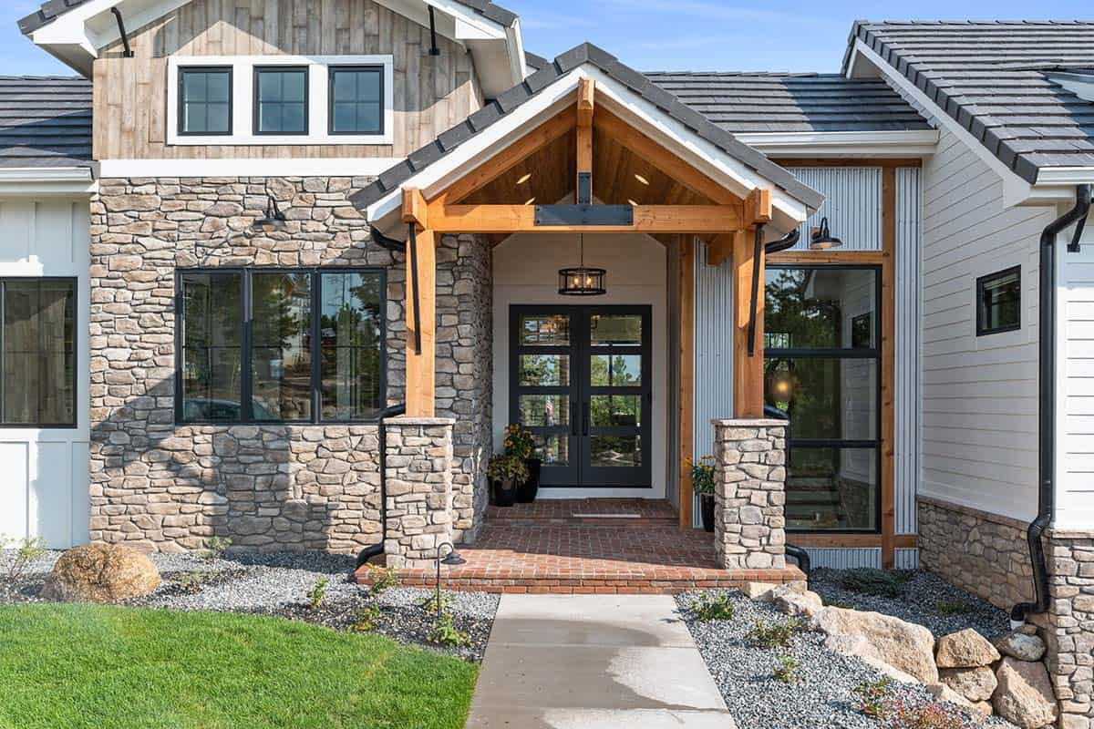 mountain-style-home-entry